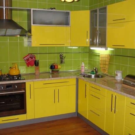 Кухня в глянцевой плёнке с матовым стеклом. Эконом-решение - от 29 000р.-