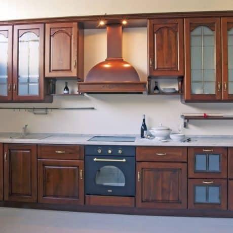 Кухня цвета красного дерева в английском стиле. Стоимость - от 48 000р.-
