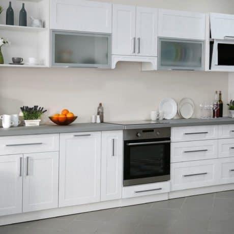 Кухня на заказ от производителя в светлых рамочных фасадах. Стоимость подобной кухни - от 34 000р.-