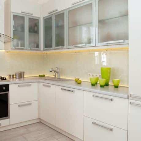Современная угловая кухня Европа с витринами. От 120 000 р.-